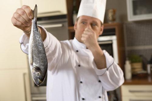 Những mẹo đánh bay mùi tanh của cá khi chế biến
