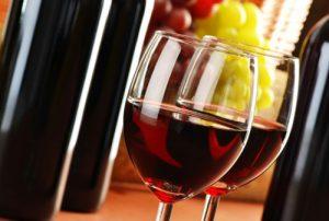 Chất tannin trong rượu vang đỏ khi tiếp xúc với chất sắt có nguồn gốc từ thực vật như đậu nành hay đậu lăng sẽ gây cản trở khả năng hấp thụ khoáng chất của cơ thể.