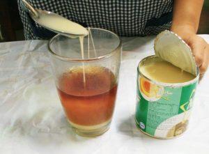 Sử dụng sữa tươi, sữa đặc hay sữa đậu nành cùng trà thì protein trong sữa sẽ làm ngăn cản cơ thể hấp thụ các chất chống oxy hóa trong trà.