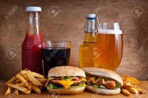 Bia và buger là 2 nguồn thực phẩm mà khi bạn nạp chúng vào cơ thể thì đều cần được xử lý bởi gan