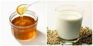 Sữa đậu nành có chứa nhiều protein, mật ong chứa nhiều acid fomic nên khi hai thực phẩm này khi kết hợp với nhau sẽ gây ra hiện tượng kết tủa, dẫn đến tình trạng khó tiêu, đầy bụng, chướng hơi.