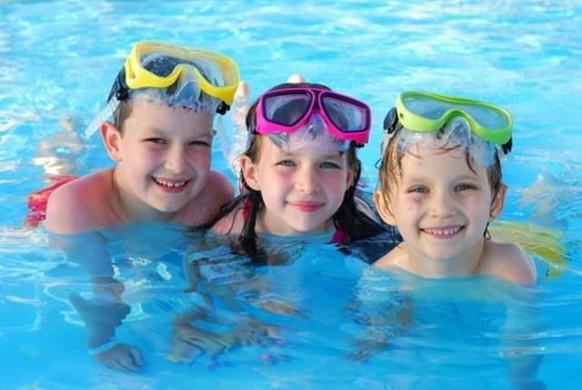 Bạn nên chọn cho con mình một nơi học bơi có hồ bơi đạt tiêu chuẩn chất lượng