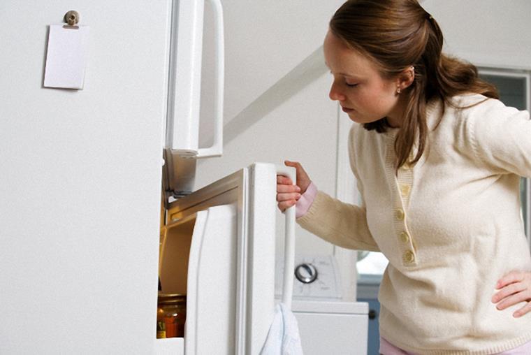Tủ nhà bạn đang gặp phải tiếng ồn khó chịu