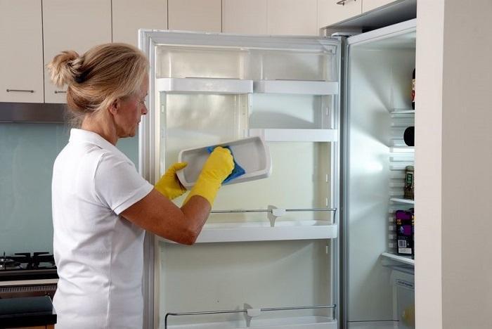 Lau chủi tủ lạnh thường xuyên để các bộ phận hoạt động tốt nhất