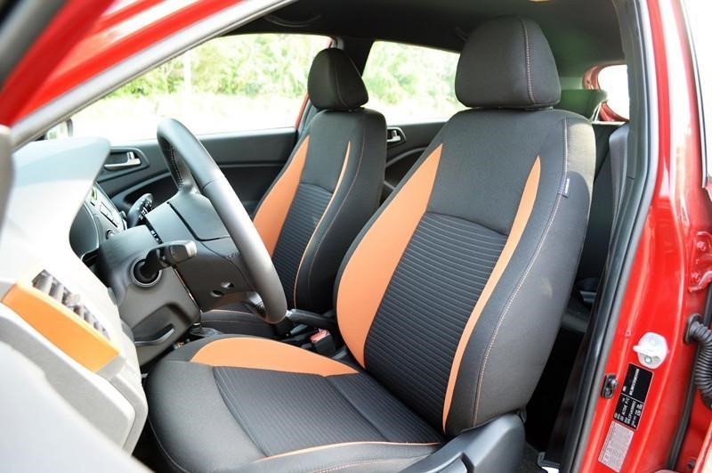 Bọc tông đen và cam chủ đạo mang đến cảm giác xe bạn luôn mới và sang trọng hơn.