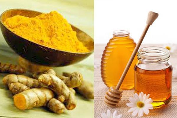 Cách trị mụn cùng bột nghệ và mật ong