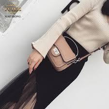 Túi xách cùng với trang phục sẽ giúp bạn che đi những khuyết điểm của cơ thể