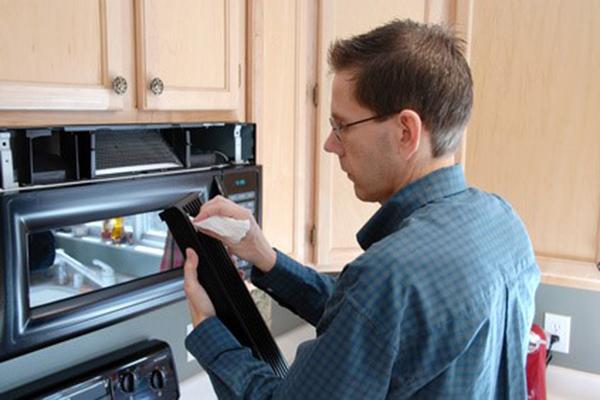 Kinh nghiệm lựa chọn dịch vụ sửa chữa lò vi sóng tại nhà uy tín