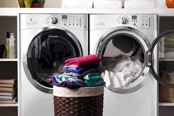 Những lưu ý khi vắt quần áo bằng máy giặt