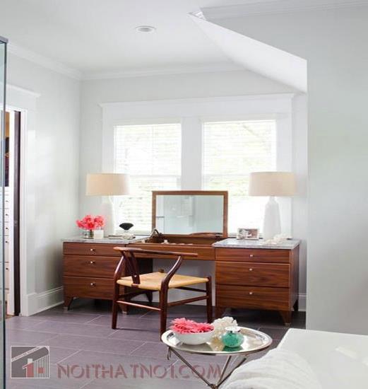 Kê bàn trang điểm cho phòng cưới song song với giường ngủ