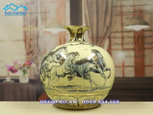 Bình gốm Chu Đậu vẽ vàng Bát Mã - Mẫu quà biếu sếp nam được ưa chuộng