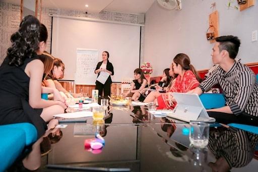 Đào tạo, hướng dẫn đầy đủ đặc tính sản phẩm cho nhân viên